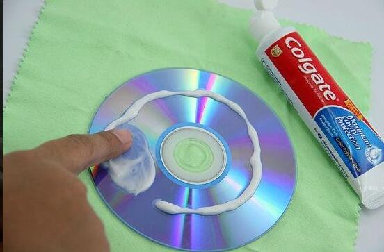 cd rayé dentifrice