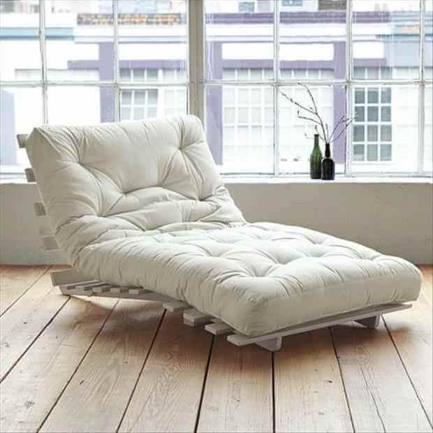Une chaise longue de salon