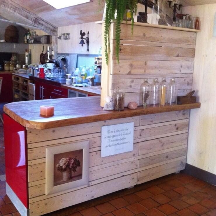 50 utilisations incroyables de vieilles palettes en bois for Separation pour cuisine ouverte