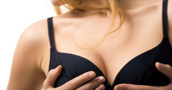 Faire grossir ses seins en les massant régulièrement