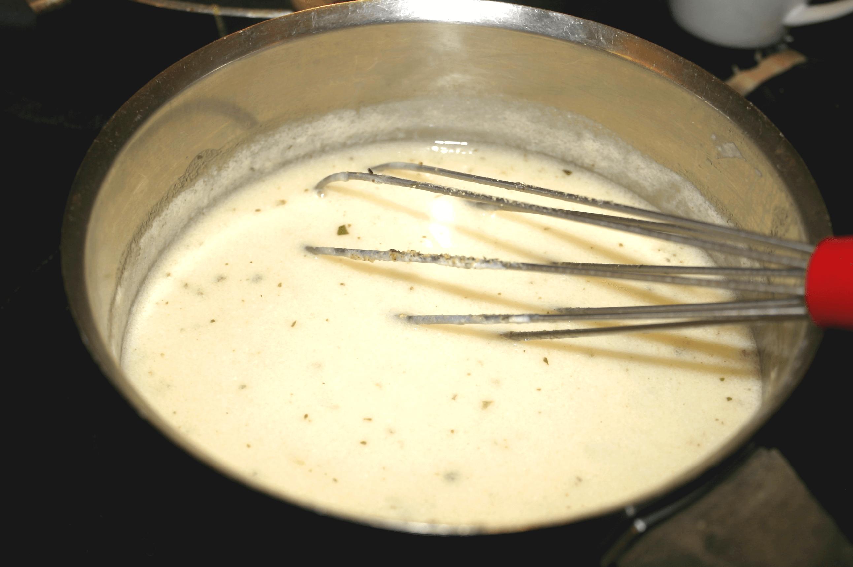 préparation de la sauce bechamel de grand mere
