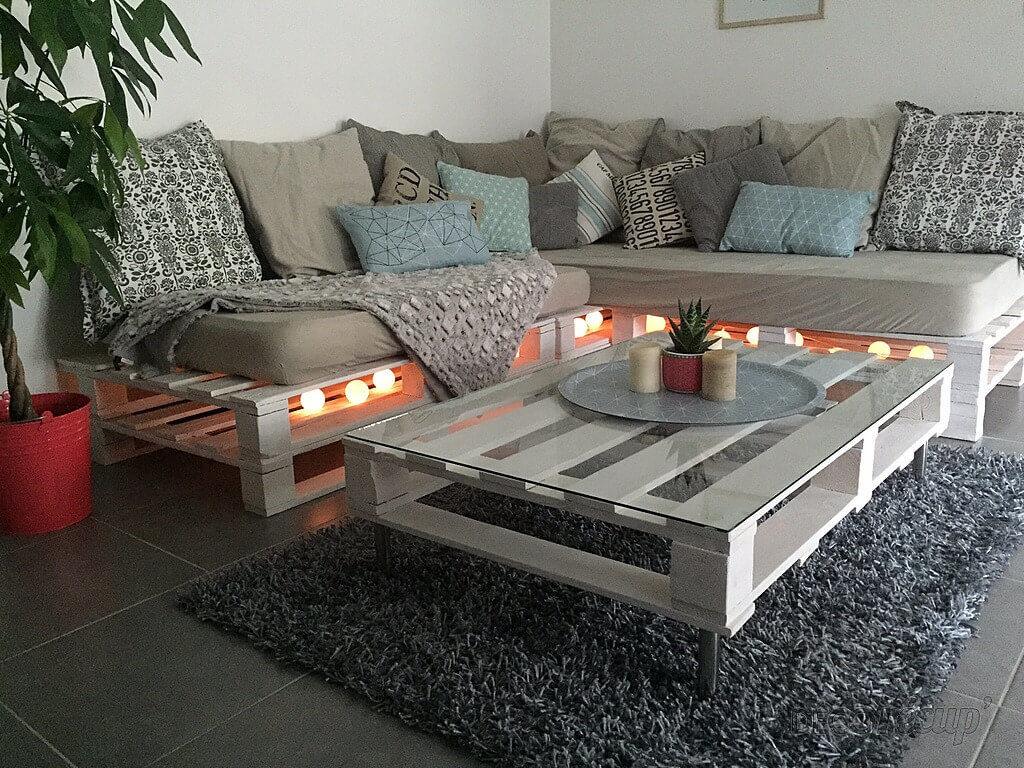 salon en palettes de bois blanc