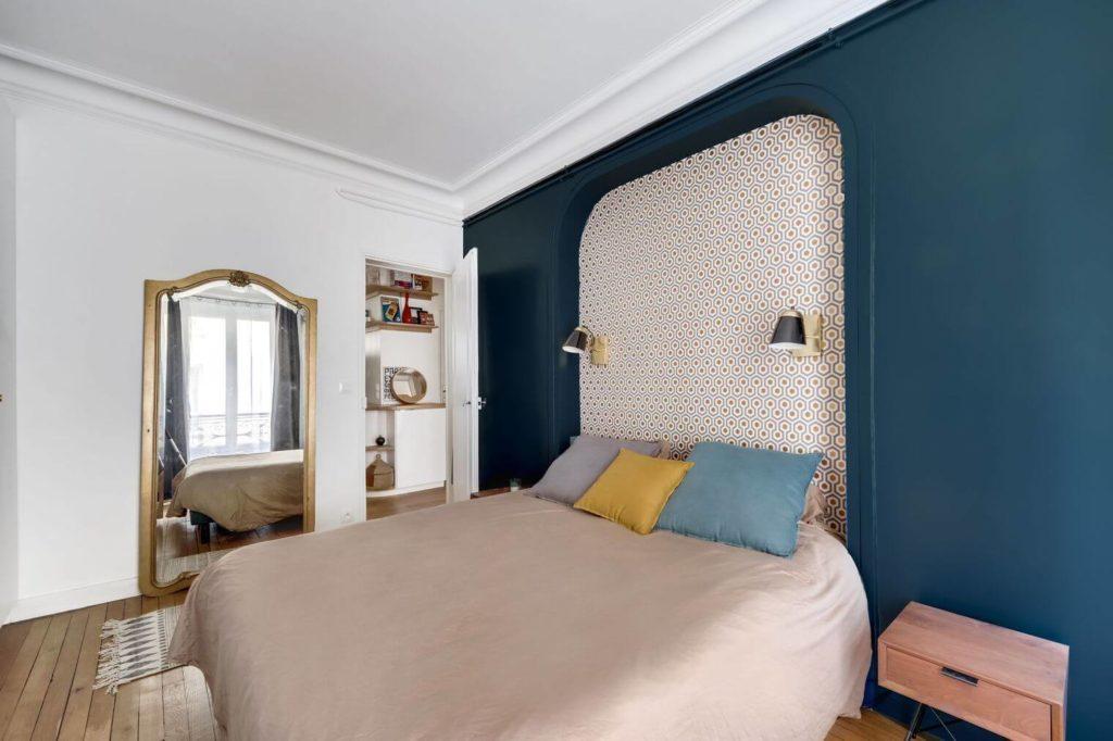 Chambre avec intérieur charmant