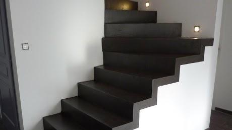 Escalier en béton ciré noir