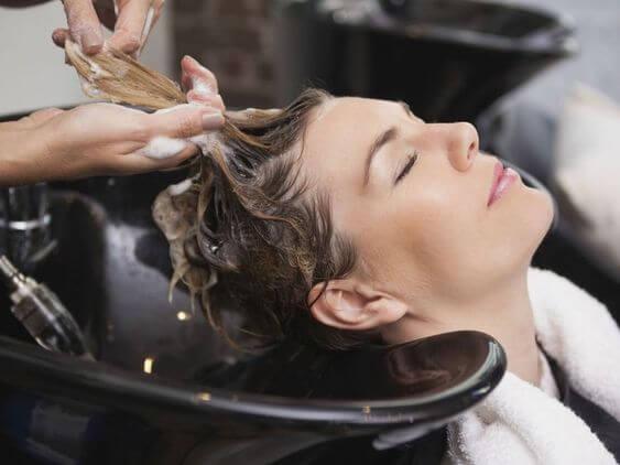 cheveux à l'eau oxygénée