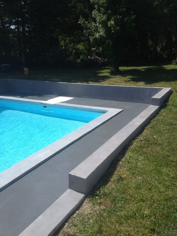 contour de piscine en béton ciré