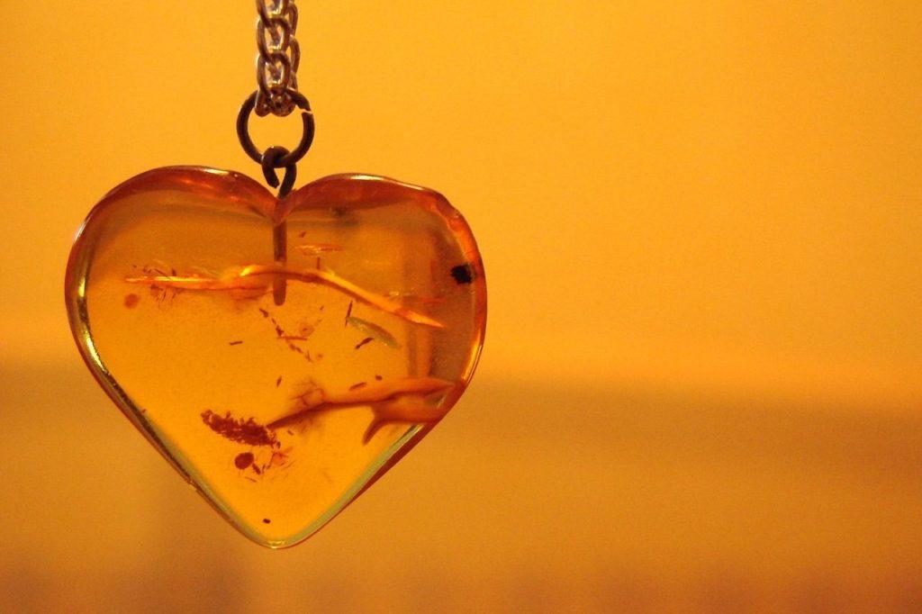 ambre en coeur