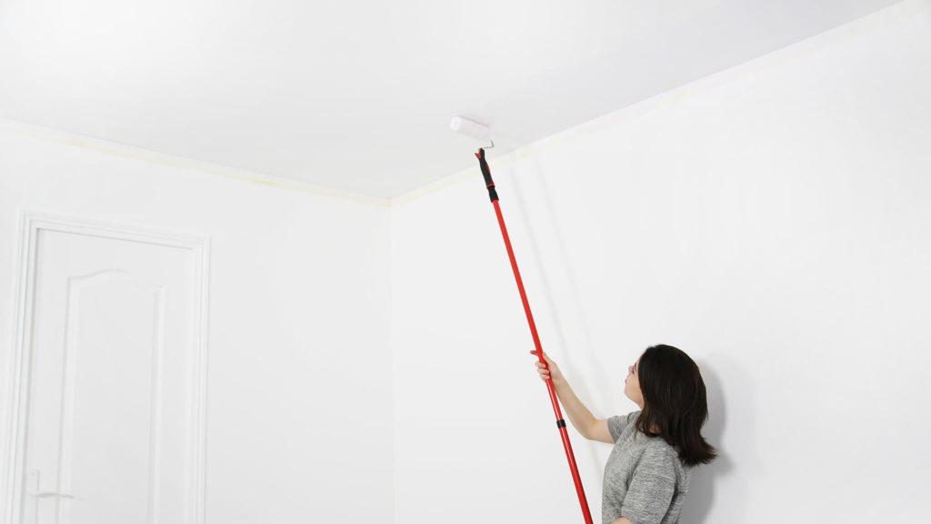peindre-un-plafond-rouleau-facilement