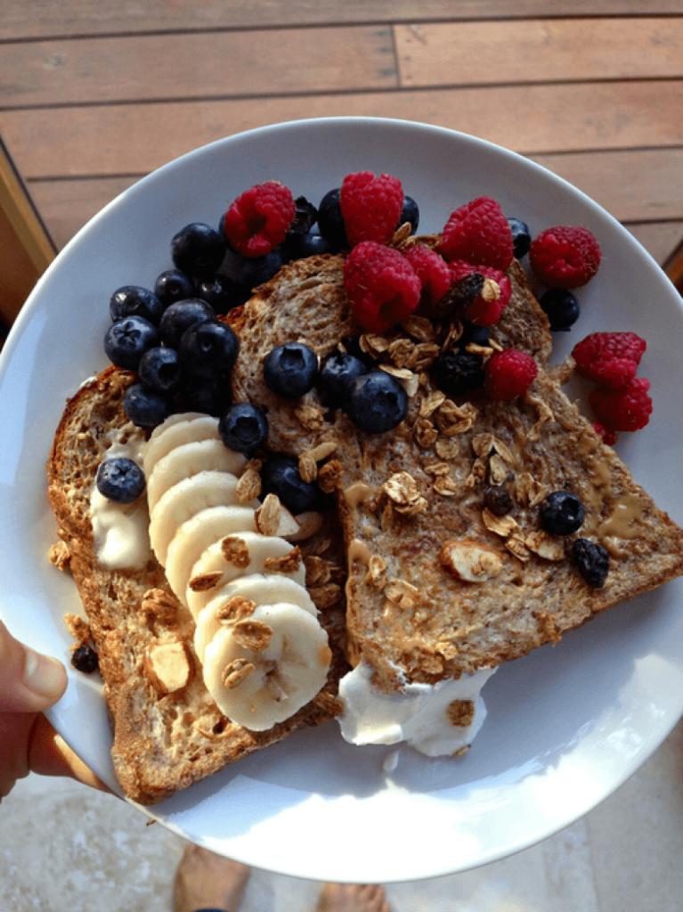 Petit-déjeuner-vitaminé-aux-fruits